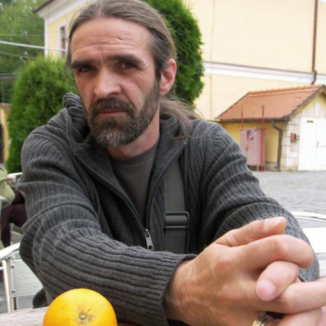 """Interviu cu Marin Mălaicu Hondrari: """"Scriu când simt că am ceva de spus, ceva ce încă e imprecis și pentru mine"""""""