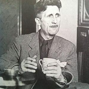 George Orwell, o țigară rulată și cana lui de ceai, din porțelan chinezesc